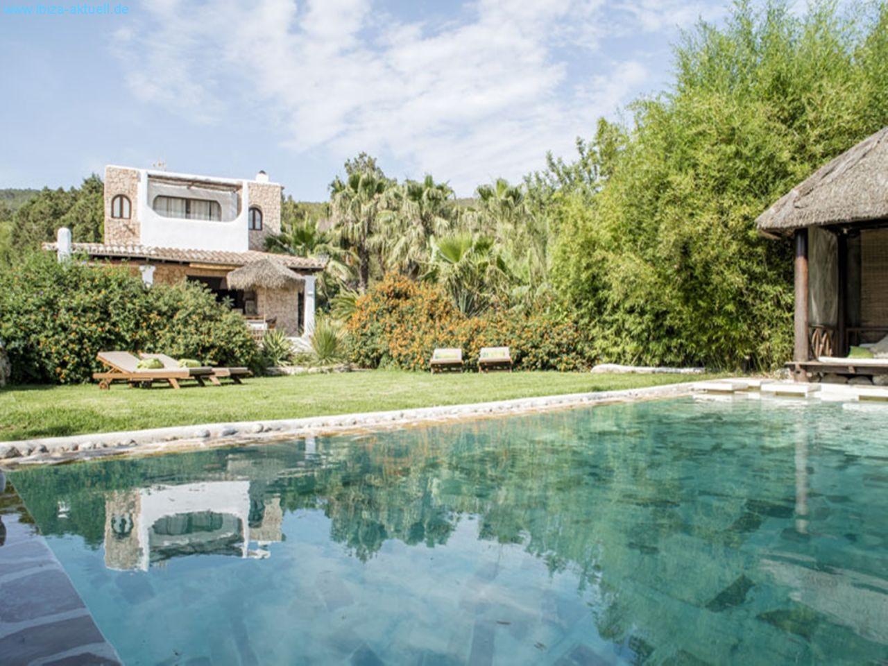 Villa im ibiza style mit pool - Santa eularia des riu ...