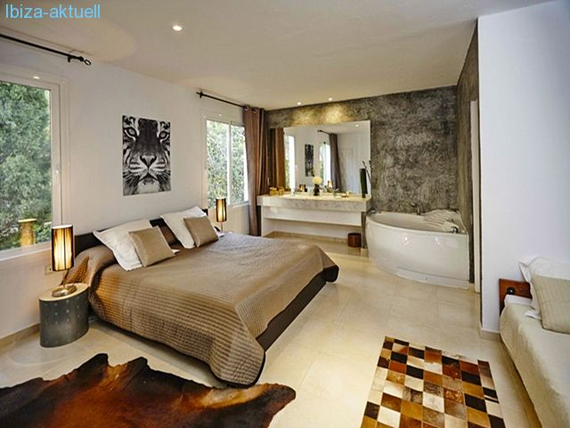 masterbedroom with bath ensuite