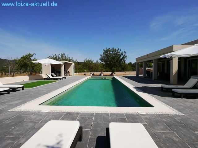 pool (16x4m). on the lefthandside the outsidekitchen, right side the shadowed terace.